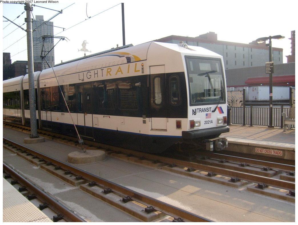 (183k, 1044x788)<br><b>Country:</b> United States<br><b>City:</b> Jersey City, NJ<br><b>System:</b> Hudson Bergen Light Rail<br><b>Location:</b> Harsimus Cove <br><b>Car:</b> NJT-HBLR LRV (Kinki-Sharyo, 1998-99)  2021 <br><b>Photo by:</b> Leonard Wilson<br><b>Date:</b> 9/8/2007<br><b>Viewed (this week/total):</b> 0 / 1086