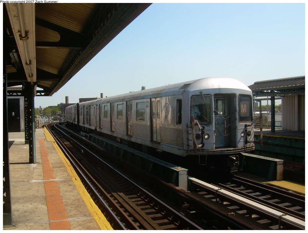 (190k, 1044x788)<br><b>Country:</b> United States<br><b>City:</b> New York<br><b>System:</b> New York City Transit<br><b>Line:</b> BMT West End Line<br><b>Location:</b> 25th Avenue <br><b>Route:</b> M<br><b>Car:</b> R-42 (St. Louis, 1969-1970)  4759 <br><b>Photo by:</b> Zach Summer<br><b>Date:</b> 9/4/2007<br><b>Viewed (this week/total):</b> 0 / 1393