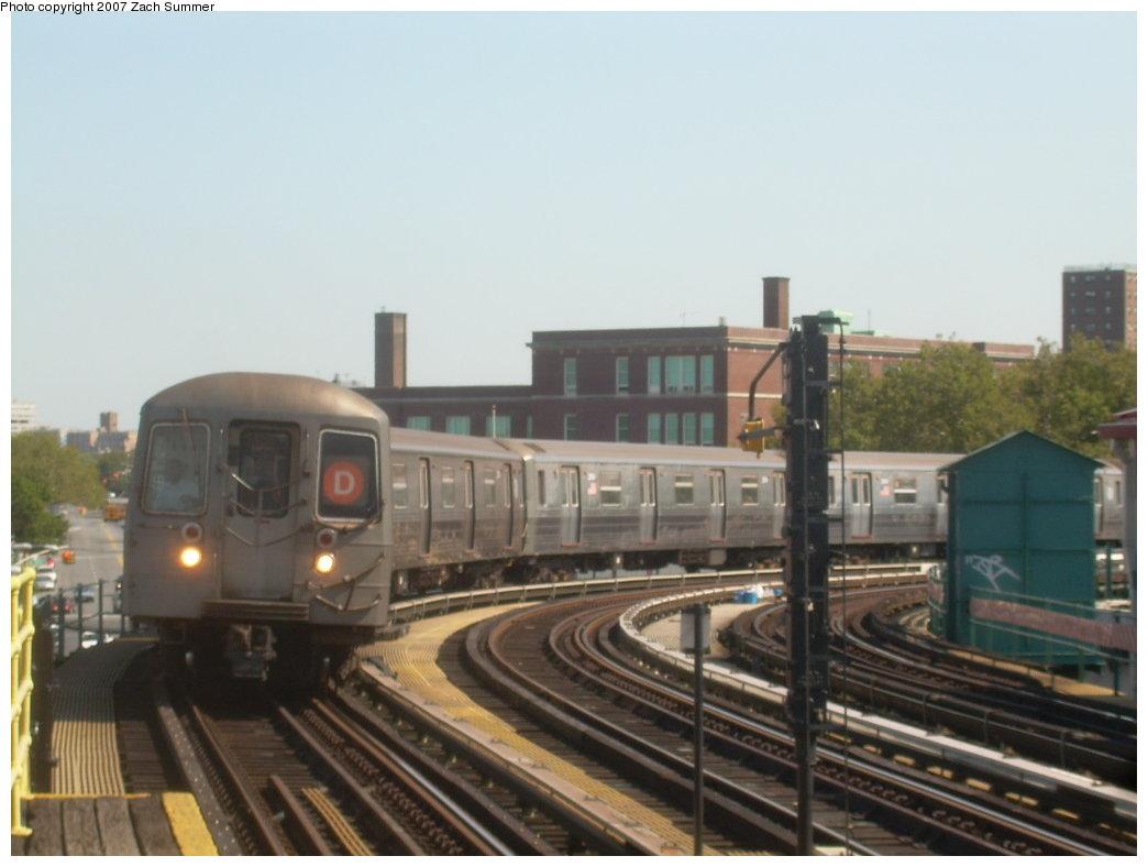 (153k, 1044x788)<br><b>Country:</b> United States<br><b>City:</b> New York<br><b>System:</b> New York City Transit<br><b>Line:</b> BMT West End Line<br><b>Location:</b> 25th Avenue <br><b>Route:</b> D<br><b>Car:</b> R-68 (Westinghouse-Amrail, 1986-1988)  2570 <br><b>Photo by:</b> Zach Summer<br><b>Date:</b> 9/4/2007<br><b>Viewed (this week/total):</b> 1 / 1879