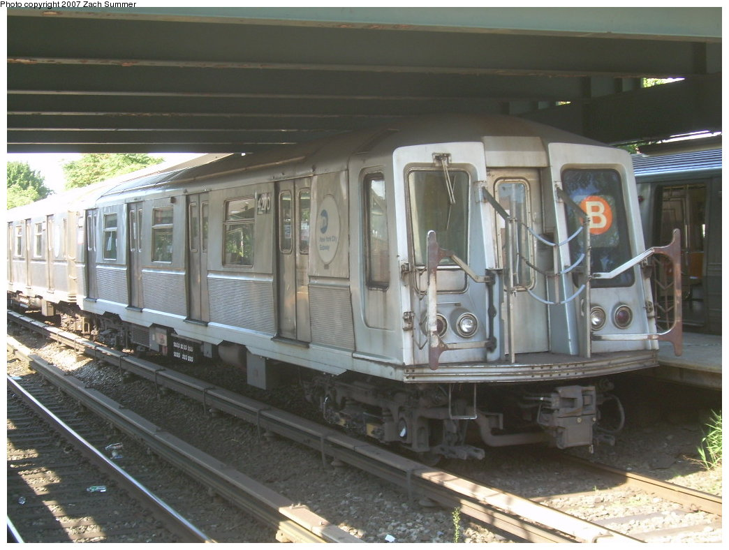 (201k, 1044x788)<br><b>Country:</b> United States<br><b>City:</b> New York<br><b>System:</b> New York City Transit<br><b>Line:</b> BMT Brighton Line<br><b>Location:</b> Kings Highway <br><b>Route:</b> B<br><b>Car:</b> R-40 (St. Louis, 1968)  4270 <br><b>Photo by:</b> Zach Summer<br><b>Date:</b> 9/4/2007<br><b>Viewed (this week/total):</b> 0 / 1625