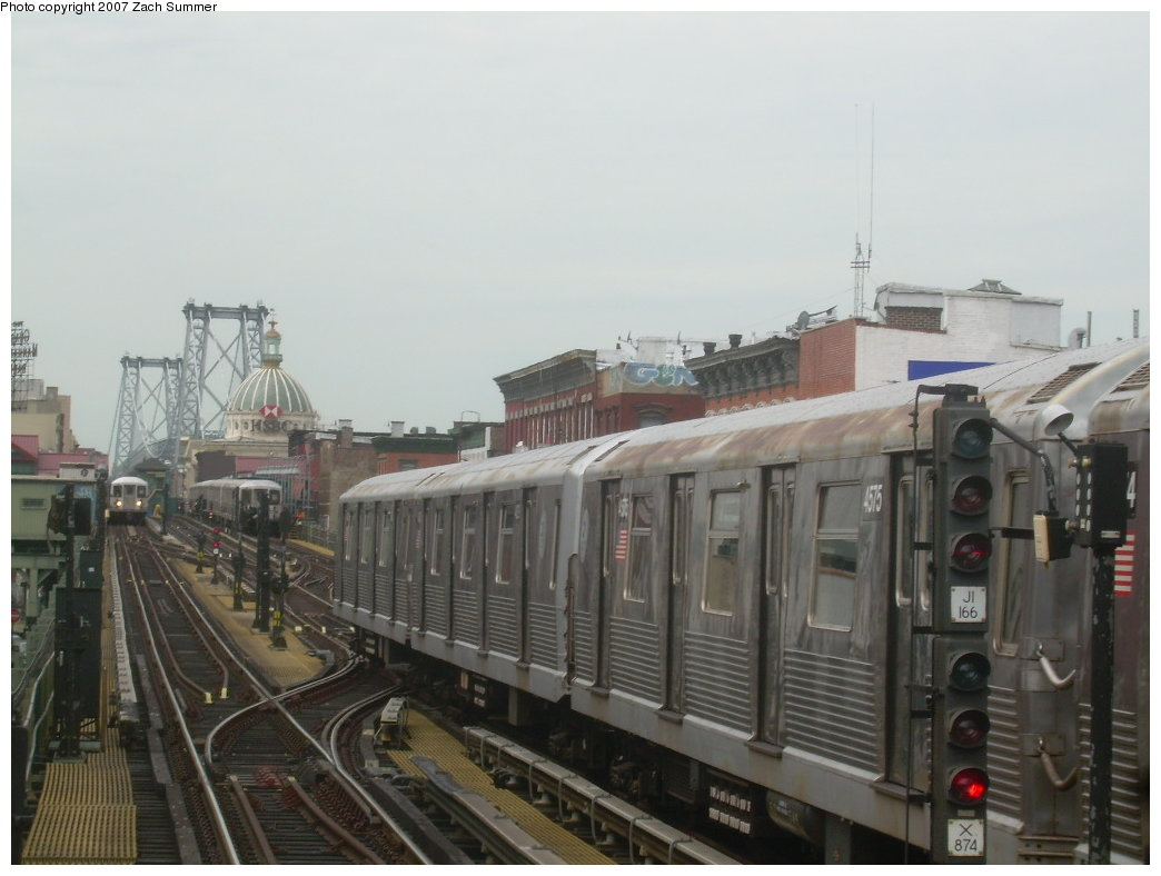 (165k, 1044x788)<br><b>Country:</b> United States<br><b>City:</b> New York<br><b>System:</b> New York City Transit<br><b>Line:</b> BMT Nassau Street/Jamaica Line<br><b>Location:</b> Hewes Street <br><b>Route:</b> J<br><b>Car:</b> R-42 (St. Louis, 1969-1970)  4575 <br><b>Photo by:</b> Zach Summer<br><b>Date:</b> 9/5/2007<br><b>Viewed (this week/total):</b> 1 / 1691