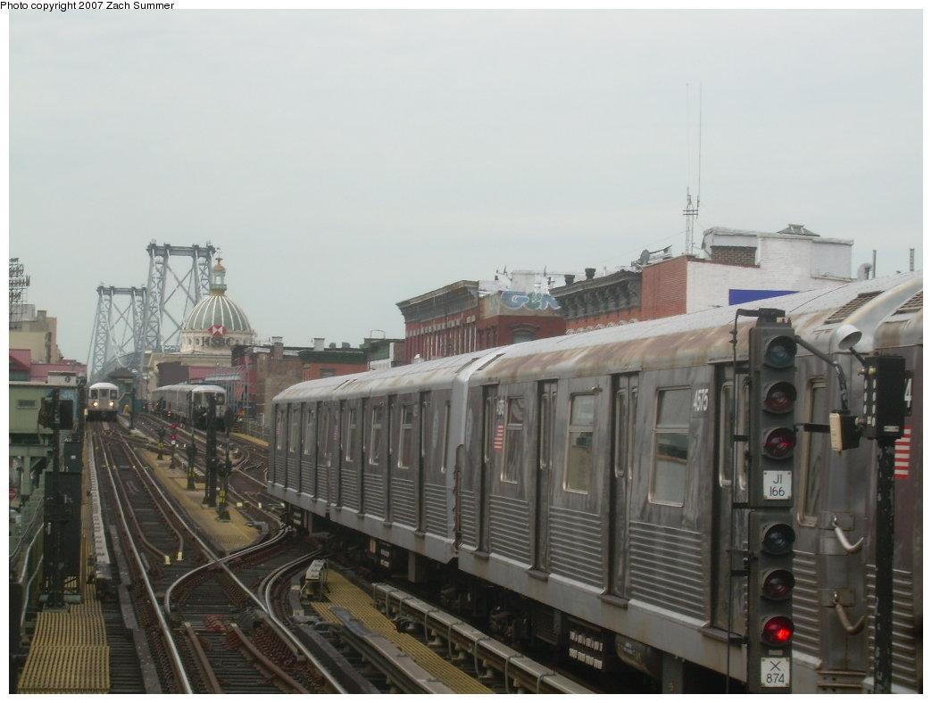 (165k, 1044x788)<br><b>Country:</b> United States<br><b>City:</b> New York<br><b>System:</b> New York City Transit<br><b>Line:</b> BMT Nassau Street/Jamaica Line<br><b>Location:</b> Hewes Street <br><b>Route:</b> J<br><b>Car:</b> R-42 (St. Louis, 1969-1970)  4575 <br><b>Photo by:</b> Zach Summer<br><b>Date:</b> 9/5/2007<br><b>Viewed (this week/total):</b> 1 / 1705