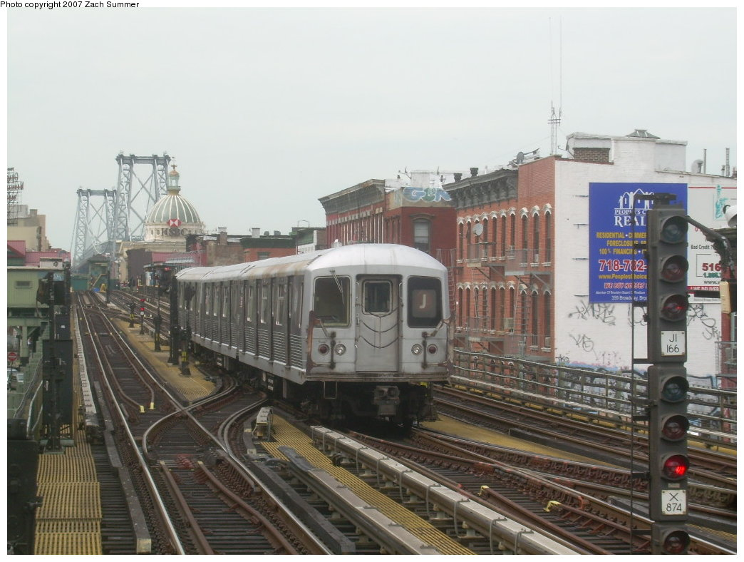 (201k, 1044x788)<br><b>Country:</b> United States<br><b>City:</b> New York<br><b>System:</b> New York City Transit<br><b>Line:</b> BMT Nassau Street/Jamaica Line<br><b>Location:</b> Hewes Street <br><b>Route:</b> J<br><b>Car:</b> R-42 (St. Louis, 1969-1970)   <br><b>Photo by:</b> Zach Summer<br><b>Date:</b> 9/5/2007<br><b>Viewed (this week/total):</b> 0 / 1490