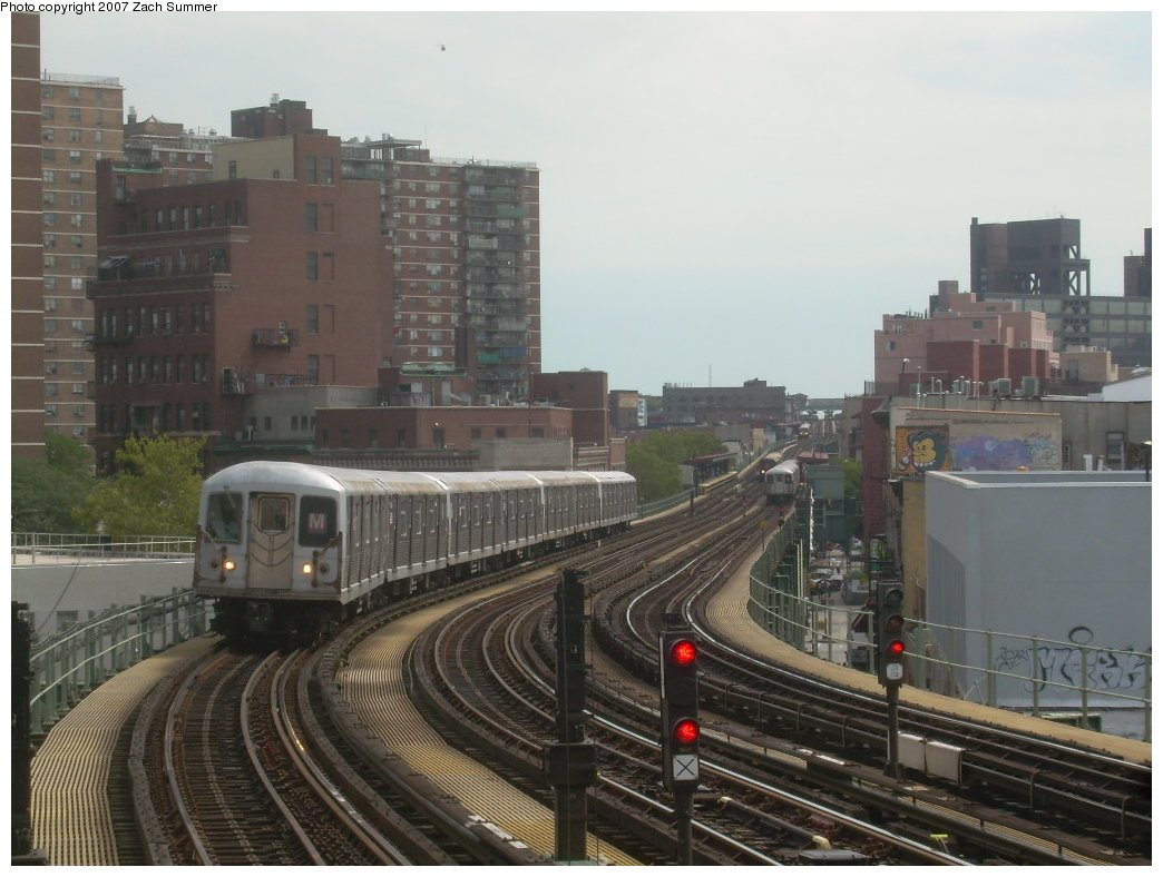 (191k, 1044x788)<br><b>Country:</b> United States<br><b>City:</b> New York<br><b>System:</b> New York City Transit<br><b>Line:</b> BMT Nassau Street/Jamaica Line<br><b>Location:</b> Hewes Street <br><b>Route:</b> M<br><b>Car:</b> R-42 (St. Louis, 1969-1970)   <br><b>Photo by:</b> Zach Summer<br><b>Date:</b> 9/5/2007<br><b>Viewed (this week/total):</b> 0 / 1484