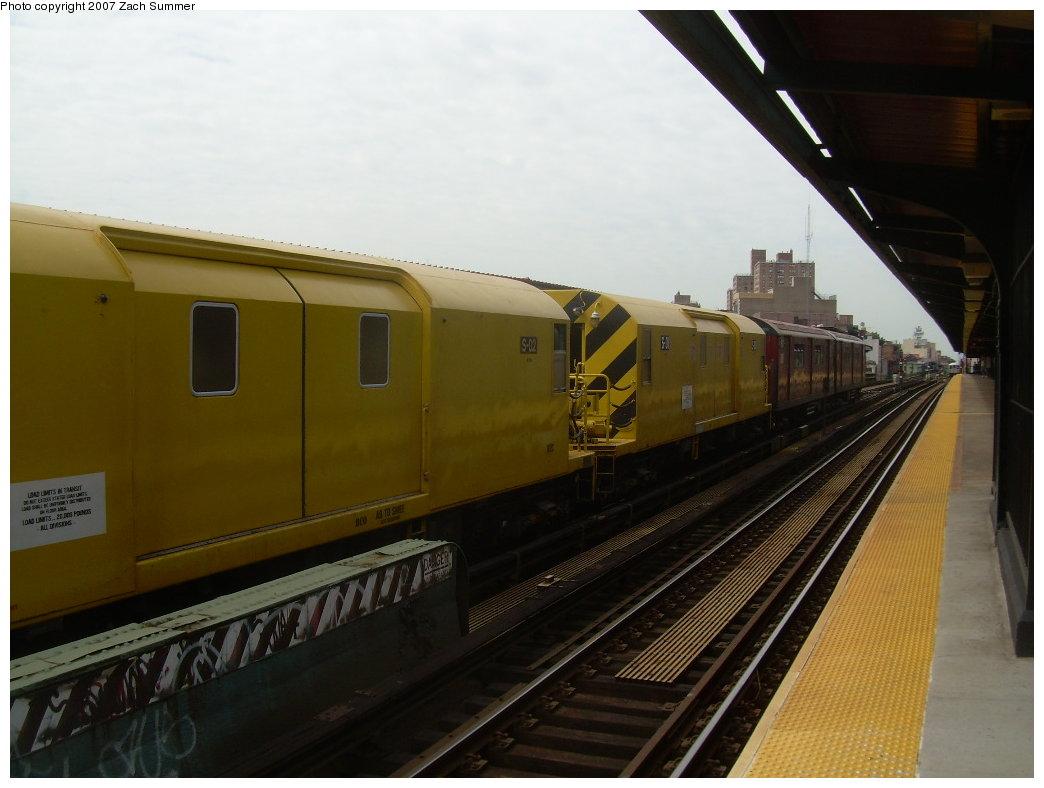 (164k, 1044x788)<br><b>Country:</b> United States<br><b>City:</b> New York<br><b>System:</b> New York City Transit<br><b>Line:</b> BMT Nassau Street/Jamaica Line<br><b>Location:</b> Hewes Street <br><b>Route:</b> Work Service<br><b>Car:</b> R-74 Signal Supply (Fuji Heavy Industries, 1984)  02 <br><b>Photo by:</b> Zach Summer<br><b>Date:</b> 9/5/2007<br><b>Viewed (this week/total):</b> 2 / 2060