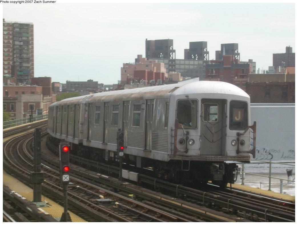 (161k, 1044x788)<br><b>Country:</b> United States<br><b>City:</b> New York<br><b>System:</b> New York City Transit<br><b>Line:</b> BMT Nassau Street/Jamaica Line<br><b>Location:</b> Hewes Street <br><b>Route:</b> J<br><b>Car:</b> R-42 (St. Louis, 1969-1970)  4788 <br><b>Photo by:</b> Zach Summer<br><b>Date:</b> 9/5/2007<br><b>Viewed (this week/total):</b> 0 / 1672