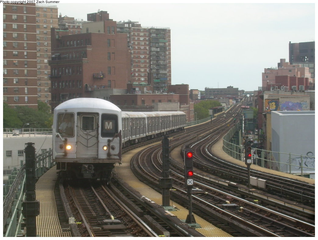 (204k, 1044x788)<br><b>Country:</b> United States<br><b>City:</b> New York<br><b>System:</b> New York City Transit<br><b>Line:</b> BMT Nassau Street/Jamaica Line<br><b>Location:</b> Hewes Street <br><b>Route:</b> M<br><b>Car:</b> R-42 (St. Louis, 1969-1970)  4658 <br><b>Photo by:</b> Zach Summer<br><b>Date:</b> 9/5/2007<br><b>Viewed (this week/total):</b> 0 / 1589