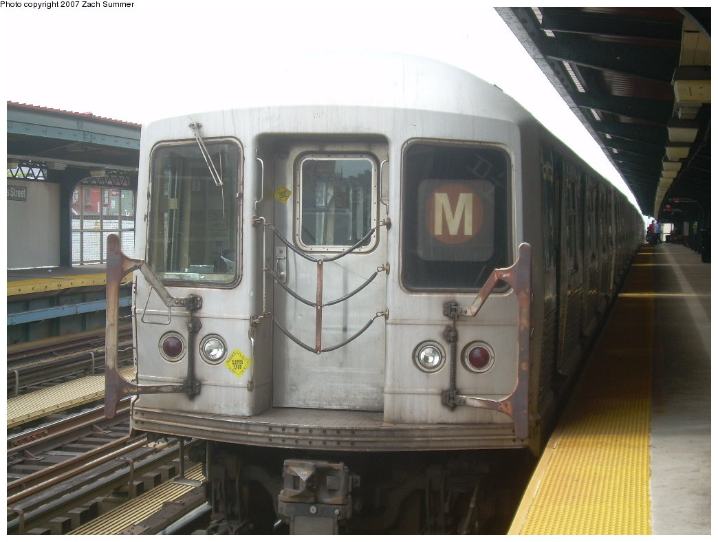 (180k, 1044x788)<br><b>Country:</b> United States<br><b>City:</b> New York<br><b>System:</b> New York City Transit<br><b>Line:</b> BMT Nassau Street/Jamaica Line<br><b>Location:</b> Hewes Street <br><b>Route:</b> M<br><b>Car:</b> R-42 (St. Louis, 1969-1970)  4595 <br><b>Photo by:</b> Zach Summer<br><b>Date:</b> 9/5/2007<br><b>Viewed (this week/total):</b> 0 / 1588