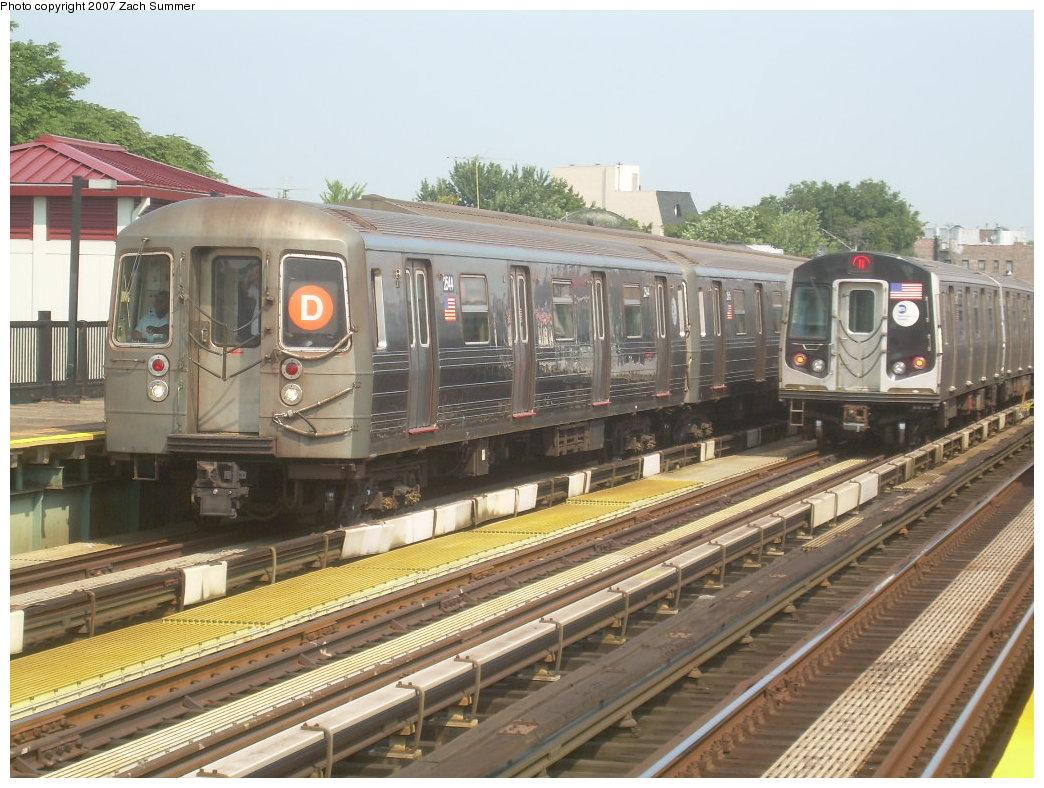 (227k, 1044x788)<br><b>Country:</b> United States<br><b>City:</b> New York<br><b>System:</b> New York City Transit<br><b>Line:</b> BMT West End Line<br><b>Location:</b> 50th Street <br><b>Route:</b> D<br><b>Car:</b> R-68 (Westinghouse-Amrail, 1986-1988)  2544 <br><b>Photo by:</b> Zach Summer<br><b>Date:</b> 9/7/2007<br><b>Viewed (this week/total):</b> 1 / 1663