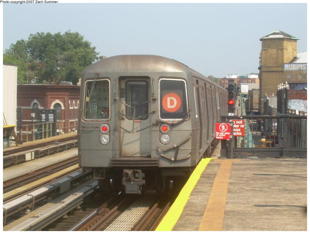 (186k, 1044x788)<br><b>Country:</b> United States<br><b>City:</b> New York<br><b>System:</b> New York City Transit<br><b>Line:</b> BMT West End Line<br><b>Location:</b> 50th Street <br><b>Route:</b> D<br><b>Car:</b> R-68 (Westinghouse-Amrail, 1986-1988)  2570 <br><b>Photo by:</b> Zach Summer<br><b>Date:</b> 9/7/2007<br><b>Viewed (this week/total):</b> 0 / 1554