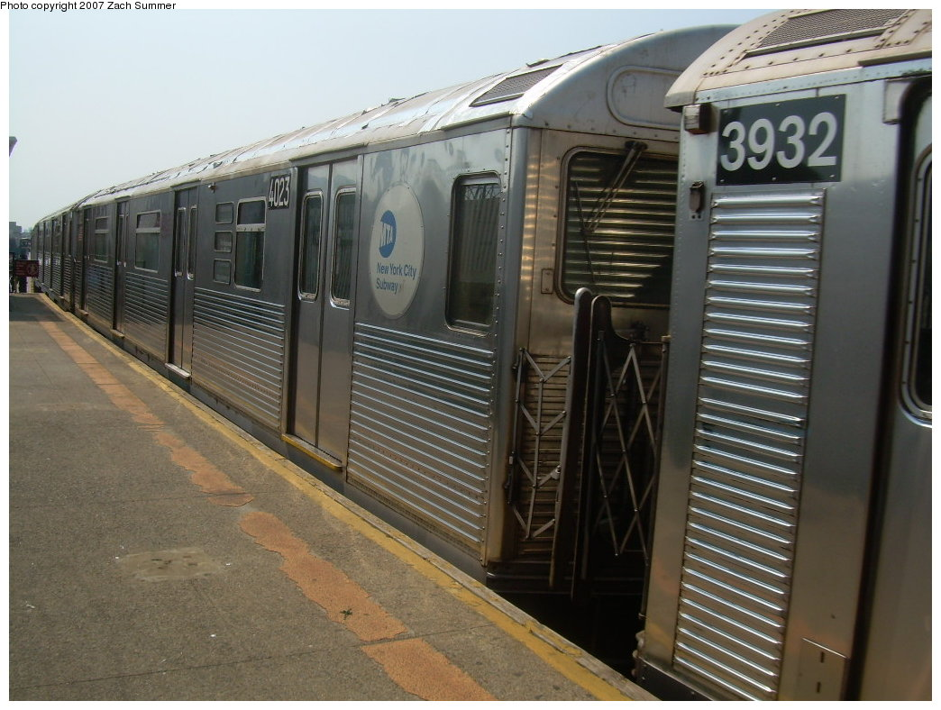 (210k, 1044x788)<br><b>Country:</b> United States<br><b>City:</b> New York<br><b>System:</b> New York City Transit<br><b>Line:</b> BMT West End Line<br><b>Location:</b> Fort Hamilton Parkway <br><b>Route:</b> School car<br><b>Car:</b> R-38 (St. Louis, 1966-1967)  4023 <br><b>Photo by:</b> Zach Summer<br><b>Date:</b> 9/7/2007<br><b>Viewed (this week/total):</b> 4 / 2165