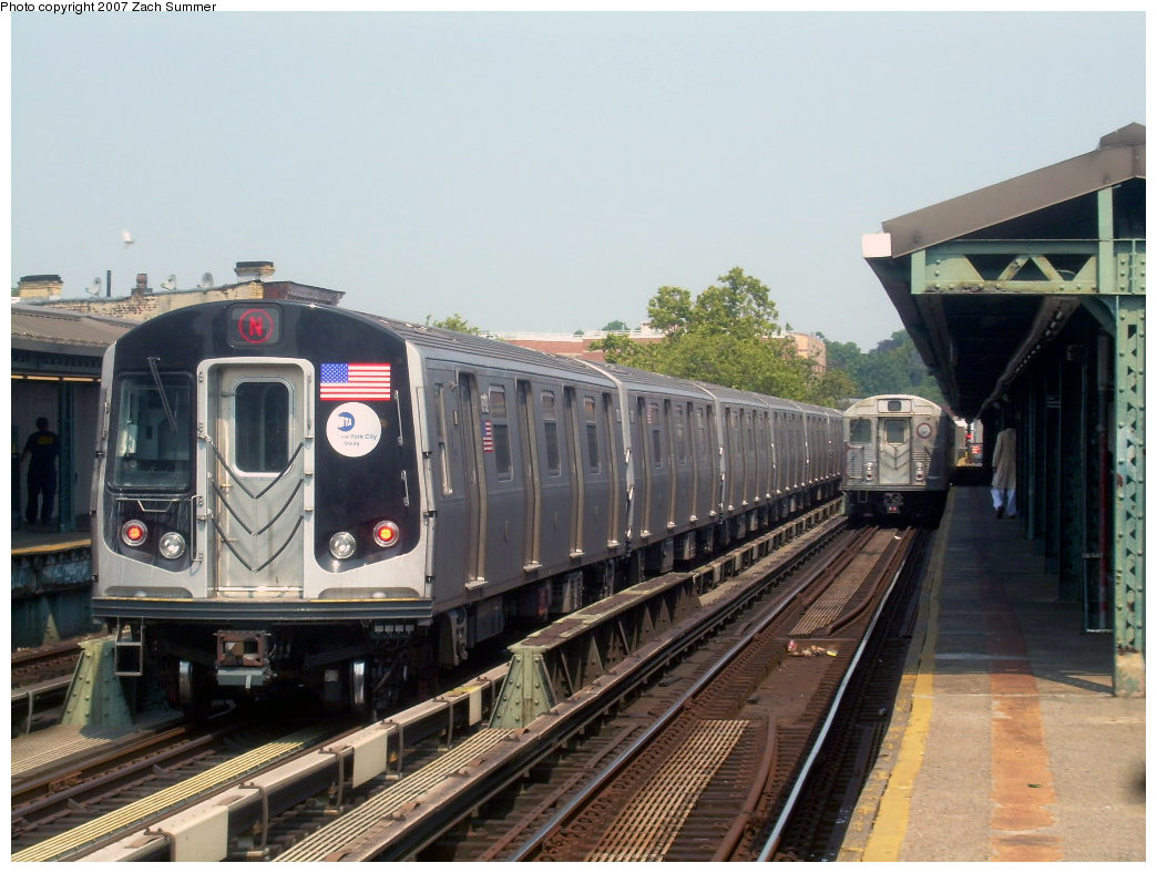 (206k, 1044x788)<br><b>Country:</b> United States<br><b>City:</b> New York<br><b>System:</b> New York City Transit<br><b>Line:</b> BMT West End Line<br><b>Location:</b> Fort Hamilton Parkway <br><b>Route:</b> N<br><b>Car:</b> R-160B (Kawasaki, 2005-2008)  8828 <br><b>Photo by:</b> Zach Summer<br><b>Date:</b> 9/7/2007<br><b>Viewed (this week/total):</b> 2 / 2616