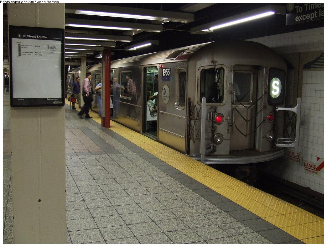 (184k, 1044x788)<br><b>Country:</b> United States<br><b>City:</b> New York<br><b>System:</b> New York City Transit<br><b>Line:</b> IRT Times Square-Grand Central Shuttle<br><b>Location:</b> Grand Central <br><b>Route:</b> S<br><b>Car:</b> R-62A (Bombardier, 1984-1987)  1955 <br><b>Photo by:</b> John Barnes<br><b>Date:</b> 9/11/2007<br><b>Viewed (this week/total):</b> 0 / 2168