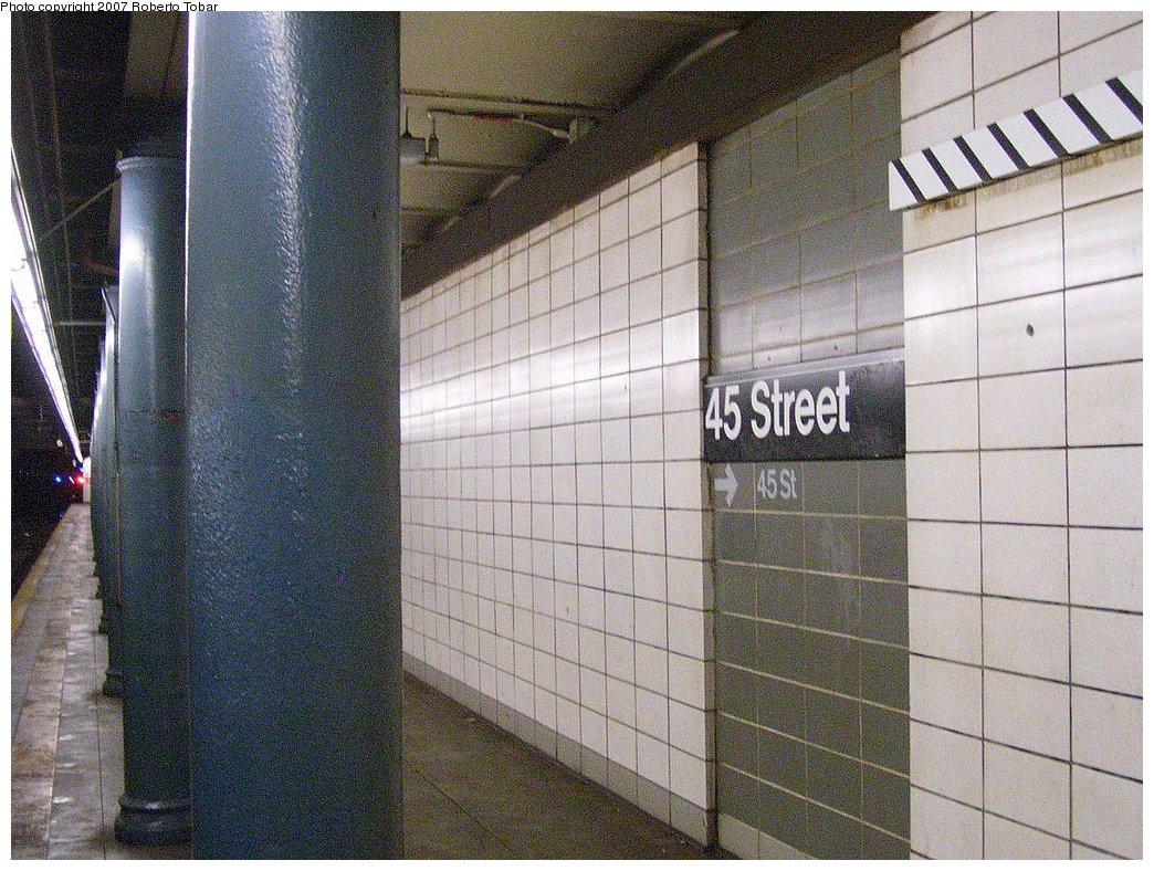 (242k, 1044x788)<br><b>Country:</b> United States<br><b>City:</b> New York<br><b>System:</b> New York City Transit<br><b>Line:</b> BMT 4th Avenue<br><b>Location:</b> 45th Street <br><b>Photo by:</b> Roberto C. Tobar<br><b>Date:</b> 9/15/2007<br><b>Viewed (this week/total):</b> 1 / 1817