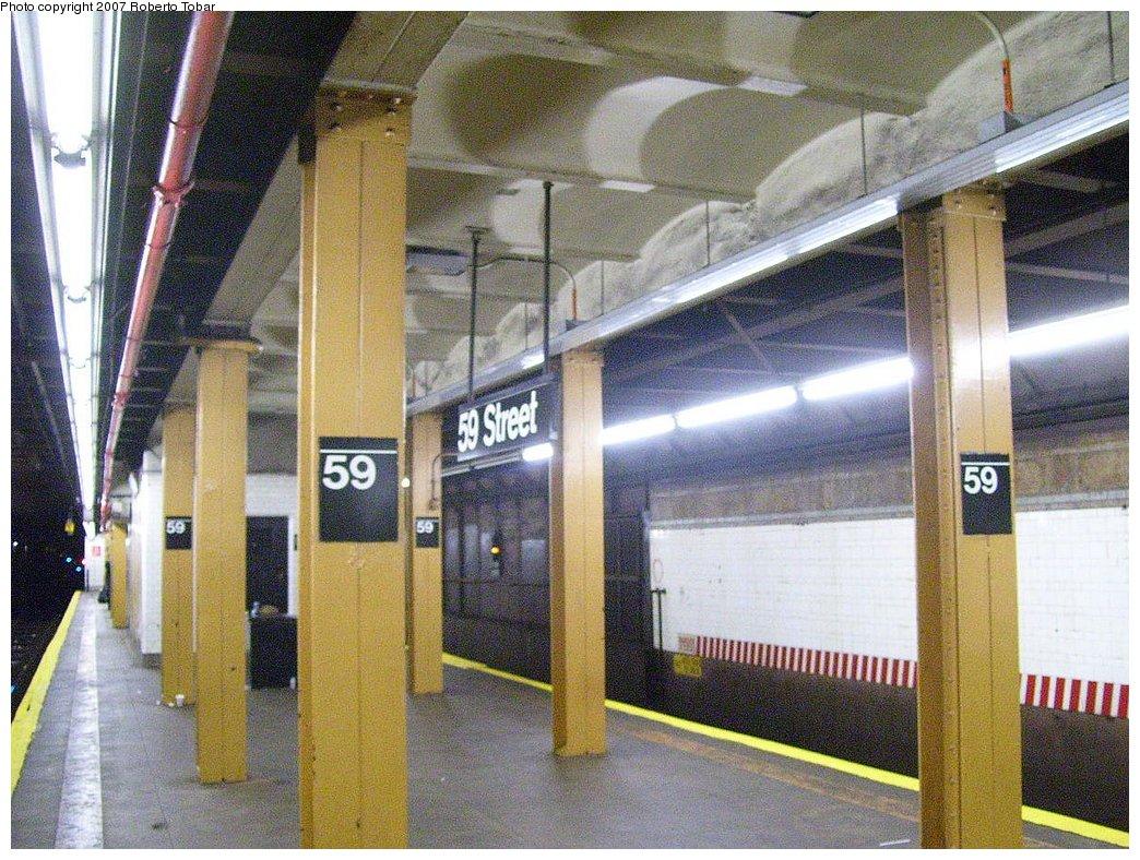 (238k, 1044x788)<br><b>Country:</b> United States<br><b>City:</b> New York<br><b>System:</b> New York City Transit<br><b>Line:</b> BMT 4th Avenue<br><b>Location:</b> 59th Street <br><b>Photo by:</b> Roberto C. Tobar<br><b>Date:</b> 9/15/2007<br><b>Viewed (this week/total):</b> 1 / 1999
