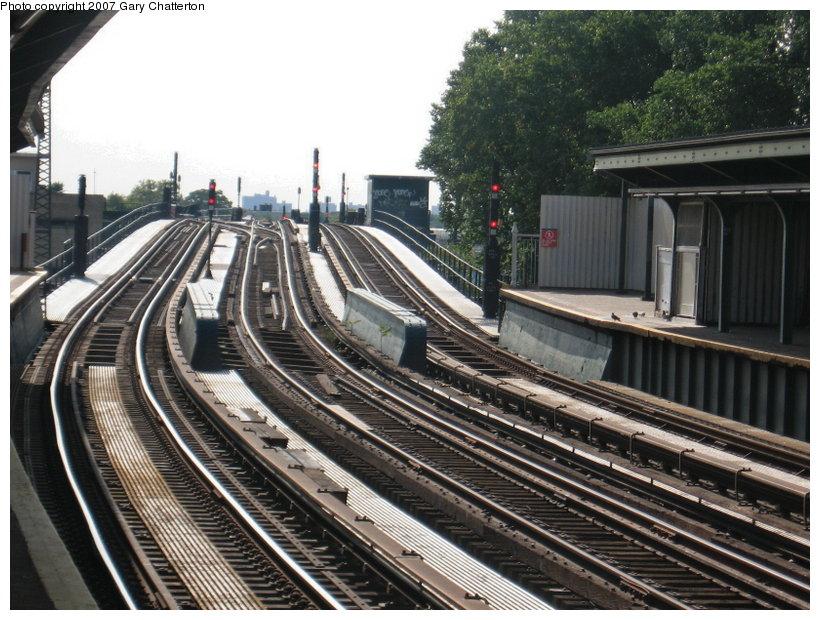 (142k, 820x620)<br><b>Country:</b> United States<br><b>City:</b> New York<br><b>System:</b> New York City Transit<br><b>Line:</b> IND Fulton Street Line<br><b>Location:</b> 104th Street/Oxford Ave. <br><b>Photo by:</b> Gary Chatterton<br><b>Date:</b> 9/5/2007<br><b>Notes:</b> Station view outbound.<br><b>Viewed (this week/total):</b> 2 / 1021