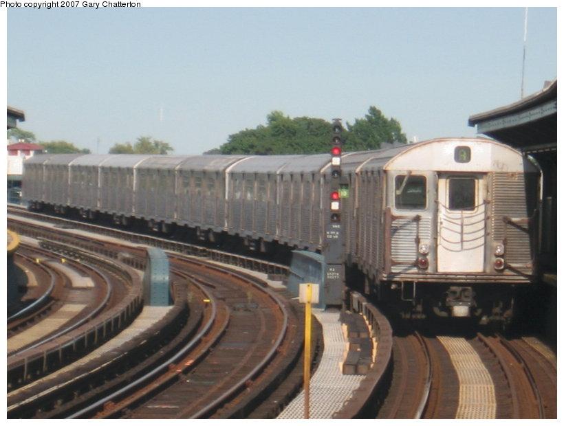 (89k, 820x620)<br><b>Country:</b> United States<br><b>City:</b> New York<br><b>System:</b> New York City Transit<br><b>Line:</b> IND Fulton Street Line<br><b>Location:</b> 104th Street/Oxford Ave. <br><b>Route:</b> A<br><b>Car:</b> R-32 (Budd, 1964)  3894 <br><b>Photo by:</b> Gary Chatterton<br><b>Date:</b> 9/5/2007<br><b>Viewed (this week/total):</b> 3 / 1631