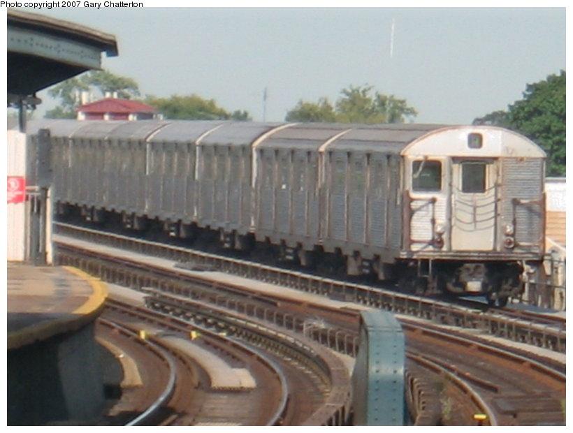 (89k, 820x620)<br><b>Country:</b> United States<br><b>City:</b> New York<br><b>System:</b> New York City Transit<br><b>Line:</b> IND Fulton Street Line<br><b>Location:</b> 104th Street/Oxford Ave. <br><b>Route:</b> A<br><b>Car:</b> R-32 (Budd, 1964)  3894 <br><b>Photo by:</b> Gary Chatterton<br><b>Date:</b> 9/5/2007<br><b>Viewed (this week/total):</b> 0 / 1526