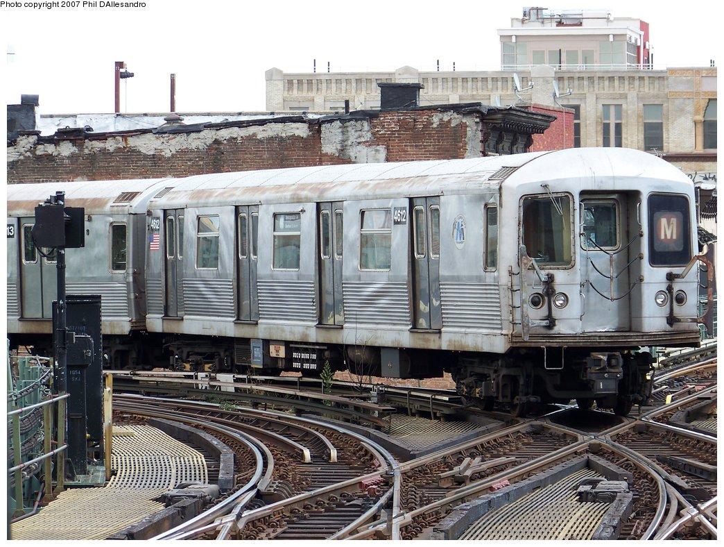 (253k, 1044x788)<br><b>Country:</b> United States<br><b>City:</b> New York<br><b>System:</b> New York City Transit<br><b>Line:</b> BMT Nassau Street/Jamaica Line<br><b>Location:</b> Myrtle Avenue <br><b>Route:</b> M<br><b>Car:</b> R-42 (St. Louis, 1969-1970)  4612 <br><b>Photo by:</b> Philip D'Allesandro<br><b>Date:</b> 9/13/2007<br><b>Viewed (this week/total):</b> 2 / 2685