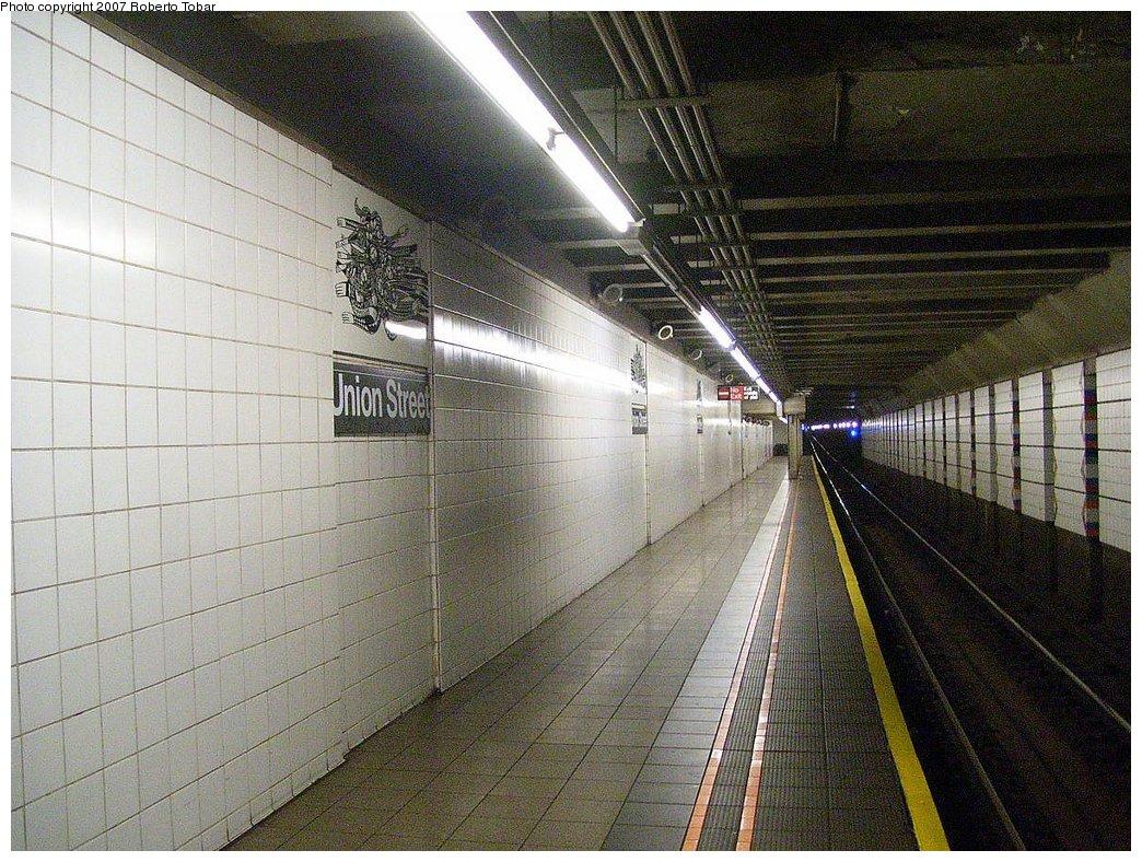 (246k, 1044x788)<br><b>Country:</b> United States<br><b>City:</b> New York<br><b>System:</b> New York City Transit<br><b>Line:</b> BMT 4th Avenue<br><b>Location:</b> Union Street <br><b>Photo by:</b> Roberto C. Tobar<br><b>Date:</b> 9/15/2007<br><b>Viewed (this week/total):</b> 1 / 2422