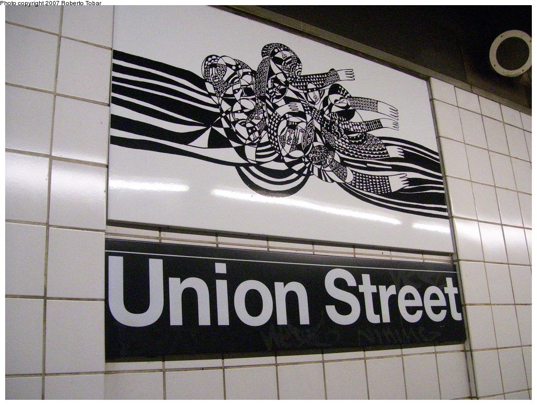 (204k, 1044x788)<br><b>Country:</b> United States<br><b>City:</b> New York<br><b>System:</b> New York City Transit<br><b>Line:</b> BMT 4th Avenue<br><b>Location:</b> Union Street <br><b>Photo by:</b> Roberto C. Tobar<br><b>Date:</b> 9/15/2007<br><b>Artwork:</b> <i>CommUnion</i>, Emmett Wigglesworth (1994).<br><b>Viewed (this week/total):</b> 2 / 2436