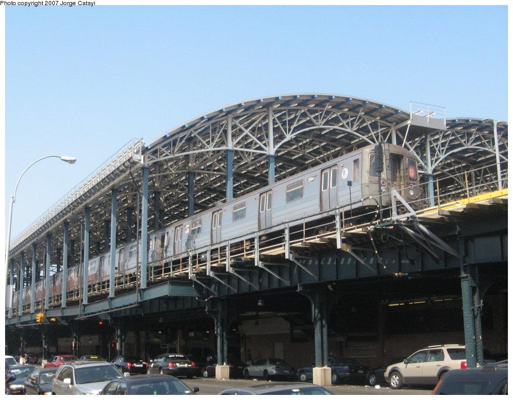 (169k, 1011x788)<br><b>Country:</b> United States<br><b>City:</b> New York<br><b>System:</b> New York City Transit<br><b>Location:</b> Coney Island/Stillwell Avenue<br><b>Route:</b> D<br><b>Car:</b> R-68 (Westinghouse-Amrail, 1986-1988)  2594 <br><b>Photo by:</b> Jorge Catayi<br><b>Date:</b> 9/8/2007<br><b>Viewed (this week/total):</b> 0 / 2156