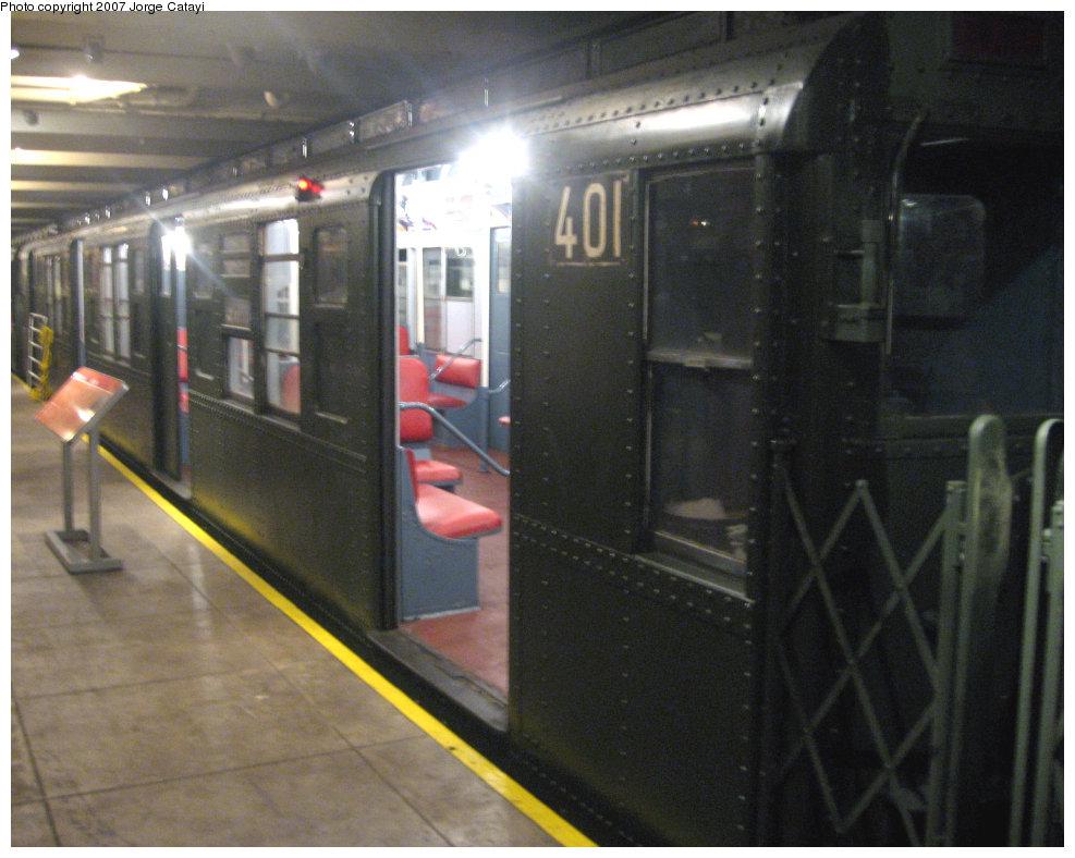 (184k, 987x788)<br><b>Country:</b> United States<br><b>City:</b> New York<br><b>System:</b> New York City Transit<br><b>Location:</b> New York Transit Museum<br><b>Route:</b> Fan Trip<br><b>Car:</b> R-4 (American Car & Foundry, 1932-1933) 401 <br><b>Photo by:</b> Jorge Catayi<br><b>Date:</b> 9/8/2007<br><b>Viewed (this week/total):</b> 0 / 2014