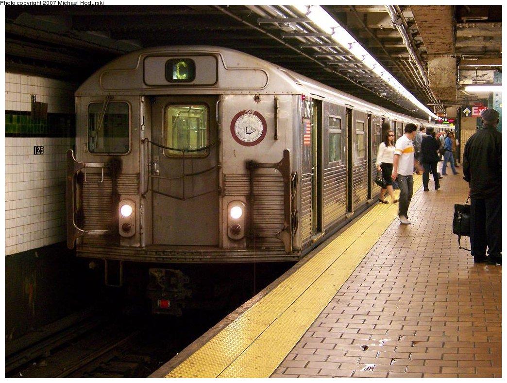 (211k, 1044x788)<br><b>Country:</b> United States<br><b>City:</b> New York<br><b>System:</b> New York City Transit<br><b>Line:</b> IND 8th Avenue Line<br><b>Location:</b> 125th Street <br><b>Route:</b> C<br><b>Car:</b> R-38 (St. Louis, 1966-1967)  4092 <br><b>Photo by:</b> Michael Hodurski<br><b>Date:</b> 9/12/2007<br><b>Viewed (this week/total):</b> 1 / 3642