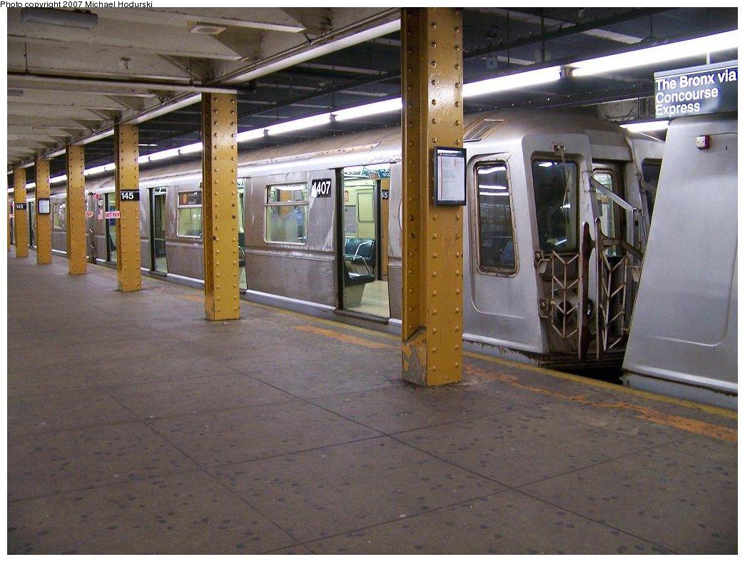 (176k, 1044x788)<br><b>Country:</b> United States<br><b>City:</b> New York<br><b>System:</b> New York City Transit<br><b>Line:</b> IND Concourse Line<br><b>Location:</b> 145th Street <br><b>Route:</b> B<br><b>Car:</b> R-40 (St. Louis, 1968)  4407 <br><b>Photo by:</b> Michael Hodurski<br><b>Date:</b> 9/12/2007<br><b>Viewed (this week/total):</b> 0 / 1824