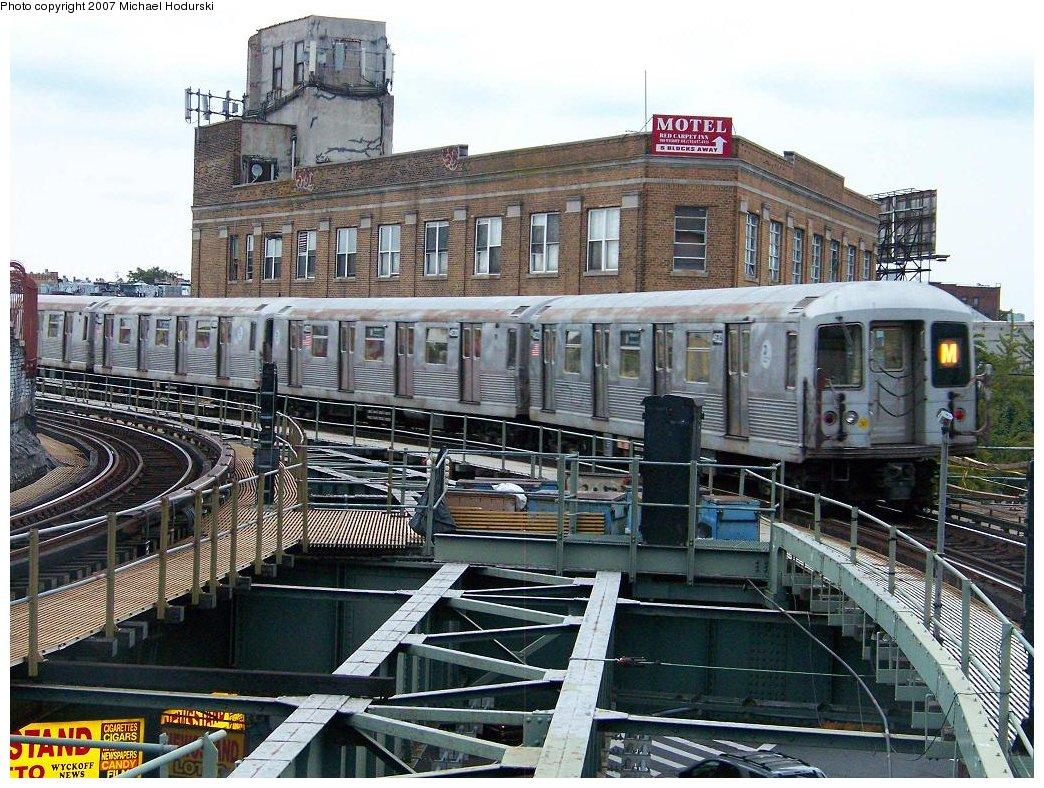 (249k, 1044x788)<br><b>Country:</b> United States<br><b>City:</b> New York<br><b>System:</b> New York City Transit<br><b>Line:</b> BMT Myrtle Avenue Line<br><b>Location:</b> Wyckoff Avenue <br><b>Route:</b> M<br><b>Car:</b> R-42 (St. Louis, 1969-1970)  4632 <br><b>Photo by:</b> Michael Hodurski<br><b>Date:</b> 9/14/2007<br><b>Viewed (this week/total):</b> 2 / 3129