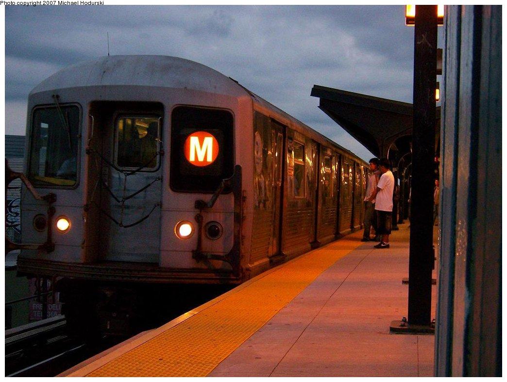 (158k, 1044x788)<br><b>Country:</b> United States<br><b>City:</b> New York<br><b>System:</b> New York City Transit<br><b>Line:</b> BMT Myrtle Avenue Line<br><b>Location:</b> Wyckoff Avenue <br><b>Route:</b> M<br><b>Car:</b> R-42 (St. Louis, 1969-1970)  4654 <br><b>Photo by:</b> Michael Hodurski<br><b>Date:</b> 9/14/2007<br><b>Viewed (this week/total):</b> 3 / 1928