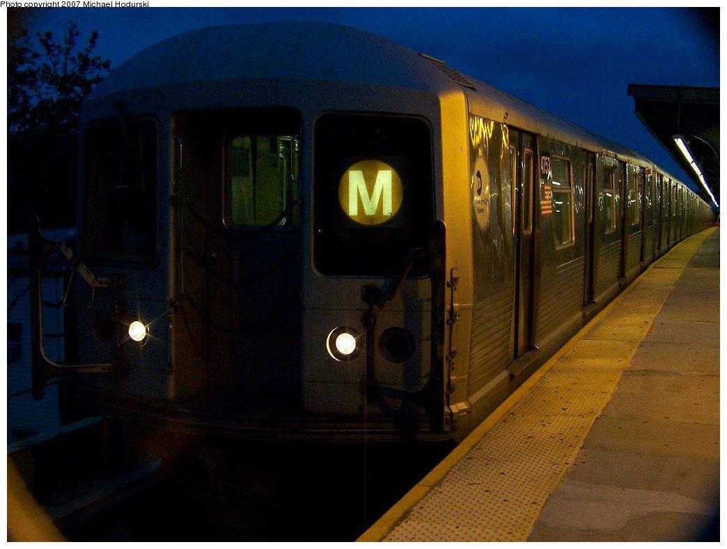 (137k, 1044x788)<br><b>Country:</b> United States<br><b>City:</b> New York<br><b>System:</b> New York City Transit<br><b>Line:</b> BMT Myrtle Avenue Line<br><b>Location:</b> Seneca Avenue <br><b>Route:</b> M<br><b>Car:</b> R-42 (St. Louis, 1969-1970)  4753 <br><b>Photo by:</b> Michael Hodurski<br><b>Date:</b> 9/14/2007<br><b>Viewed (this week/total):</b> 0 / 1743