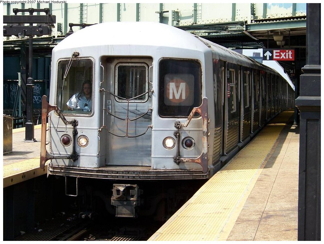 (213k, 1044x788)<br><b>Country:</b> United States<br><b>City:</b> New York<br><b>System:</b> New York City Transit<br><b>Line:</b> BMT Nassau Street/Jamaica Line<br><b>Location:</b> Myrtle Avenue <br><b>Route:</b> M<br><b>Car:</b> R-42 (St. Louis, 1969-1970)  4914 <br><b>Photo by:</b> Michael Hodurski<br><b>Date:</b> 8/30/2007<br><b>Viewed (this week/total):</b> 1 / 1943