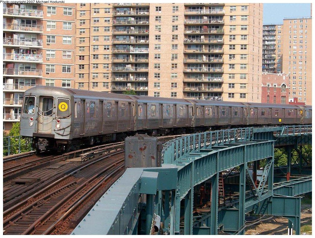 (302k, 1044x788)<br><b>Country:</b> United States<br><b>City:</b> New York<br><b>System:</b> New York City Transit<br><b>Line:</b> BMT Brighton Line<br><b>Location:</b> West 8th Street <br><b>Route:</b> Q<br><b>Car:</b> R-68A (Kawasaki, 1988-1989)  5032 <br><b>Photo by:</b> Michael Hodurski<br><b>Date:</b> 8/30/2007<br><b>Viewed (this week/total):</b> 1 / 2151