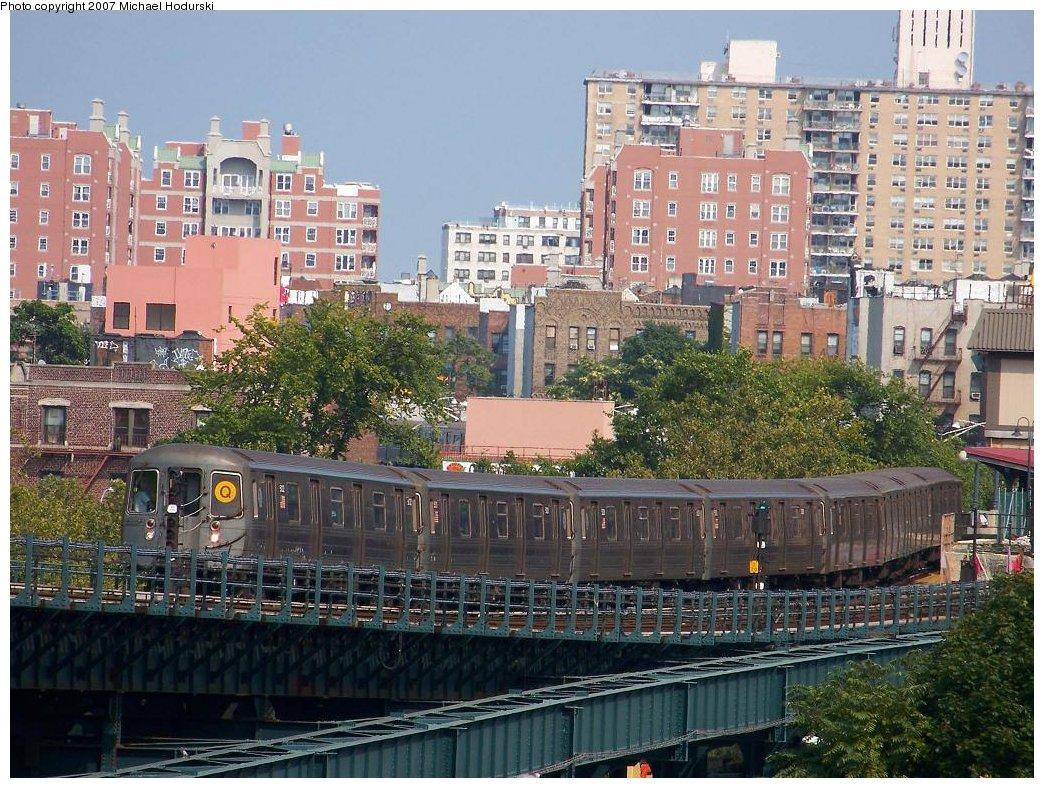 (255k, 1044x788)<br><b>Country:</b> United States<br><b>City:</b> New York<br><b>System:</b> New York City Transit<br><b>Line:</b> BMT Brighton Line<br><b>Location:</b> West 8th Street <br><b>Route:</b> Q<br><b>Car:</b> R-68A (Kawasaki, 1988-1989)  5122 <br><b>Photo by:</b> Michael Hodurski<br><b>Date:</b> 8/30/2007<br><b>Viewed (this week/total):</b> 0 / 1873