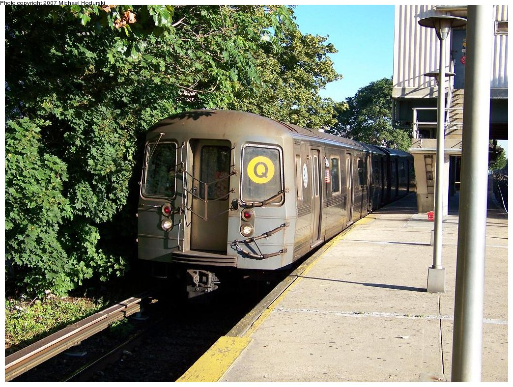 (299k, 1044x788)<br><b>Country:</b> United States<br><b>City:</b> New York<br><b>System:</b> New York City Transit<br><b>Line:</b> BMT Brighton Line<br><b>Location:</b> Kings Highway <br><b>Route:</b> Q<br><b>Car:</b> R-68A (Kawasaki, 1988-1989)  5124 <br><b>Photo by:</b> Michael Hodurski<br><b>Date:</b> 9/12/2007<br><b>Viewed (this week/total):</b> 1 / 1549