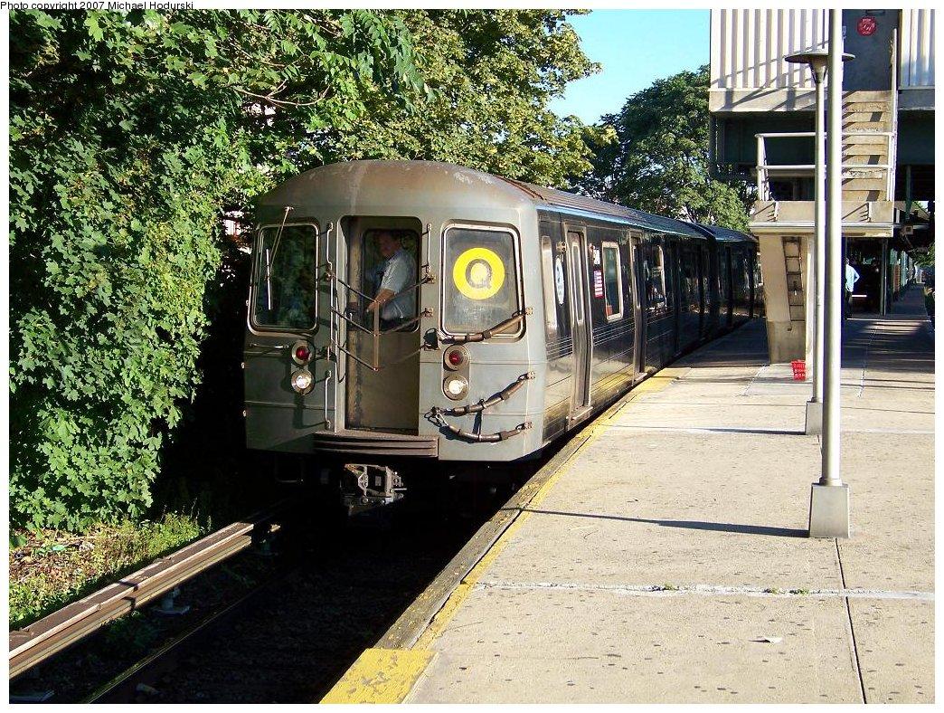 (308k, 1044x788)<br><b>Country:</b> United States<br><b>City:</b> New York<br><b>System:</b> New York City Transit<br><b>Line:</b> BMT Brighton Line<br><b>Location:</b> Kings Highway <br><b>Route:</b> Q<br><b>Car:</b> R-68A (Kawasaki, 1988-1989)  5148 <br><b>Photo by:</b> Michael Hodurski<br><b>Date:</b> 9/12/2007<br><b>Viewed (this week/total):</b> 4 / 1594
