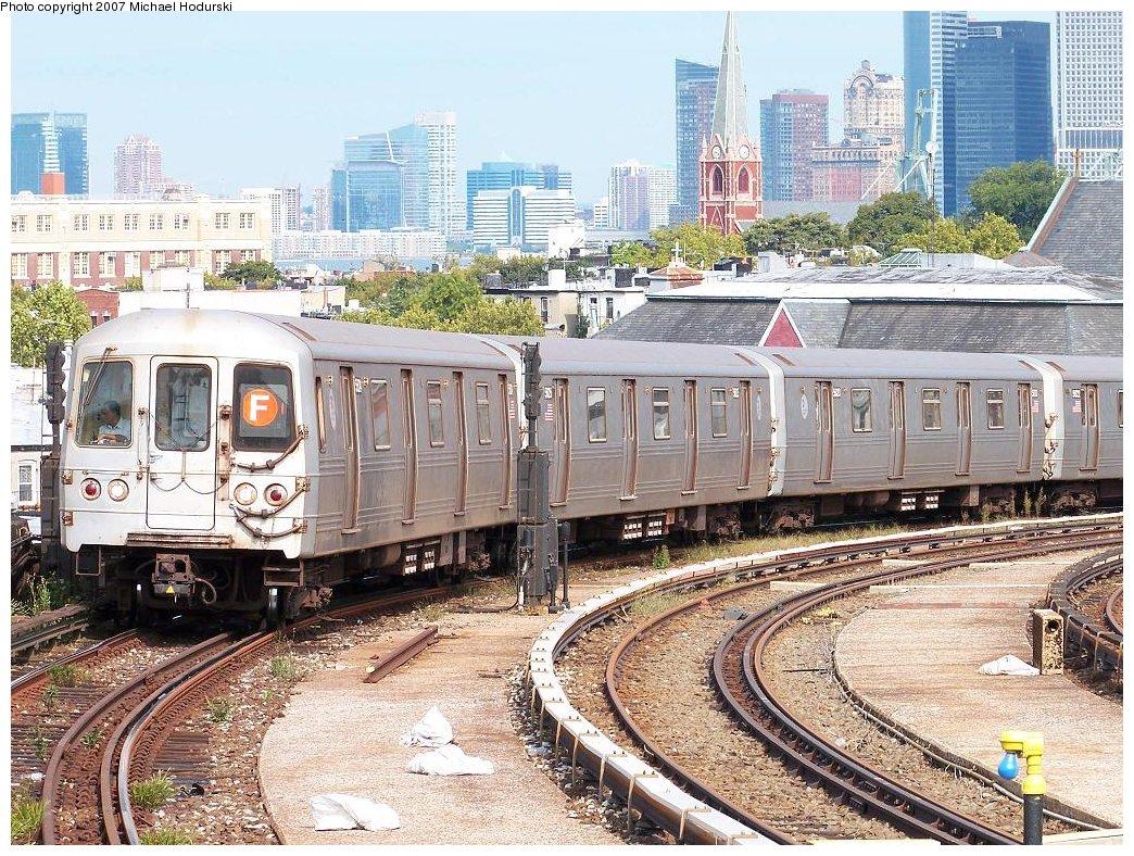 (298k, 1044x788)<br><b>Country:</b> United States<br><b>City:</b> New York<br><b>System:</b> New York City Transit<br><b>Line:</b> IND Crosstown Line<br><b>Location:</b> Smith/9th Street <br><b>Route:</b> F<br><b>Car:</b> R-46 (Pullman-Standard, 1974-75) 5624 <br><b>Photo by:</b> Michael Hodurski<br><b>Date:</b> 9/13/2007<br><b>Viewed (this week/total):</b> 0 / 2080