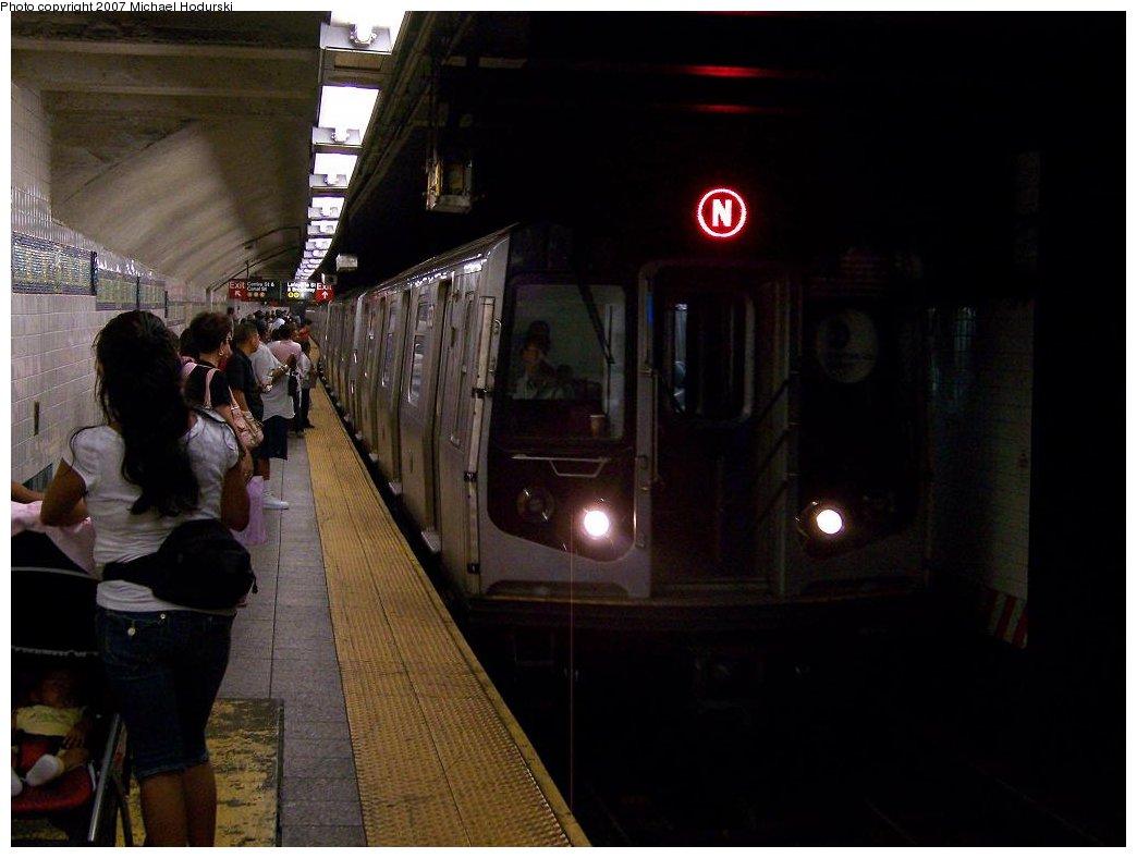 (129k, 1044x788)<br><b>Country:</b> United States<br><b>City:</b> New York<br><b>System:</b> New York City Transit<br><b>Line:</b> BMT Broadway Line<br><b>Location:</b> Canal Street (Manhattan Bridge Branch) <br><b>Route:</b> N<br><b>Car:</b> R-160B (Kawasaki, 2005-2008)  8713 <br><b>Photo by:</b> Michael Hodurski<br><b>Date:</b> 8/30/2007<br><b>Viewed (this week/total):</b> 0 / 3097