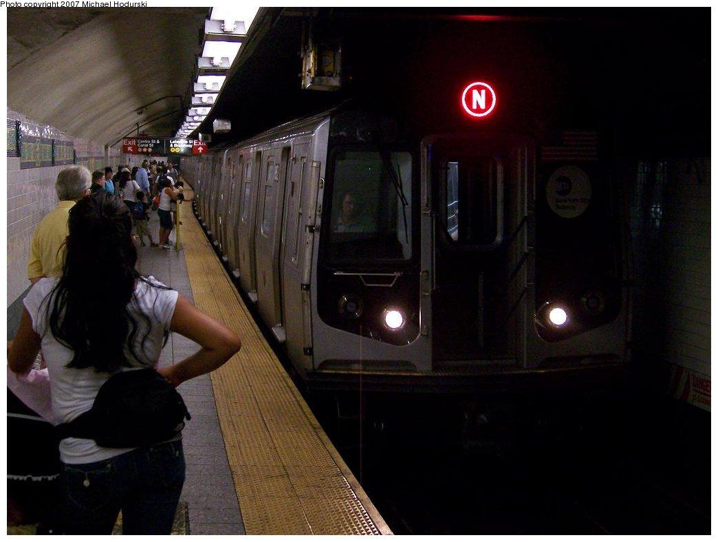 (129k, 1044x788)<br><b>Country:</b> United States<br><b>City:</b> New York<br><b>System:</b> New York City Transit<br><b>Line:</b> BMT Broadway Line<br><b>Location:</b> Canal Street Bridge Line <br><b>Route:</b> N<br><b>Car:</b> R-160B (Kawasaki, 2005-2008)  8852 <br><b>Photo by:</b> Michael Hodurski<br><b>Date:</b> 8/30/2007<br><b>Viewed (this week/total):</b> 1 / 3335