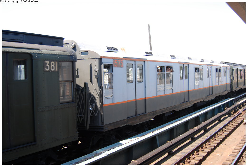 (156k, 1044x705)<br><b>Country:</b> United States<br><b>City:</b> New York<br><b>System:</b> New York City Transit<br><b>Line:</b> BMT West End Line<br><b>Location:</b> 25th Avenue <br><b>Route:</b> Fan Trip<br><b>Car:</b> R-7A (Pullman, 1938)  1575 <br><b>Photo by:</b> Gin Yee<br><b>Date:</b> 8/12/2007<br><b>Viewed (this week/total):</b> 0 / 1372