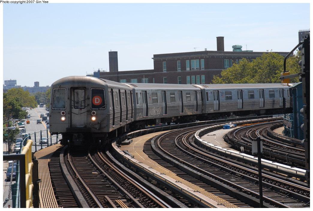 (210k, 1044x705)<br><b>Country:</b> United States<br><b>City:</b> New York<br><b>System:</b> New York City Transit<br><b>Line:</b> BMT West End Line<br><b>Location:</b> 25th Avenue <br><b>Route:</b> D<br><b>Car:</b> R-68 (Westinghouse-Amrail, 1986-1988)  2546 <br><b>Photo by:</b> Gin Yee<br><b>Date:</b> 8/12/2007<br><b>Viewed (this week/total):</b> 0 / 2570
