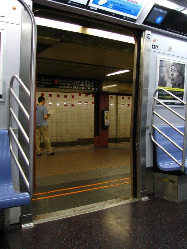 (104k, 600x800)<br><b>Country:</b> United States<br><b>City:</b> New York<br><b>System:</b> New York City Transit<br><b>Line:</b> IND 6th Avenue Line<br><b>Location:</b> 34th Street/Herald Square <br><b>Route:</b> E reroute<br><b>Car:</b> R-160A/R-160B Series (Number Unknown)  <br><b>Photo by:</b> Bill E.<br><b>Date:</b> 8/16/2009<br><b>Viewed (this week/total):</b> 2 / 2055