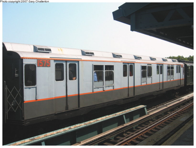 (80k, 820x620)<br><b>Country:</b> United States<br><b>City:</b> New York<br><b>System:</b> New York City Transit<br><b>Line:</b> BMT West End Line<br><b>Location:</b> Bay 50th Street<br><b>Route:</b> Fan Trip<br><b>Car:</b> R-7A (Pullman, 1938) 1575 <br><b>Photo by:</b> Gary Chatterton<br><b>Date:</b> 9/8/2007<br><b>Viewed (this week/total):</b> 0 / 1947