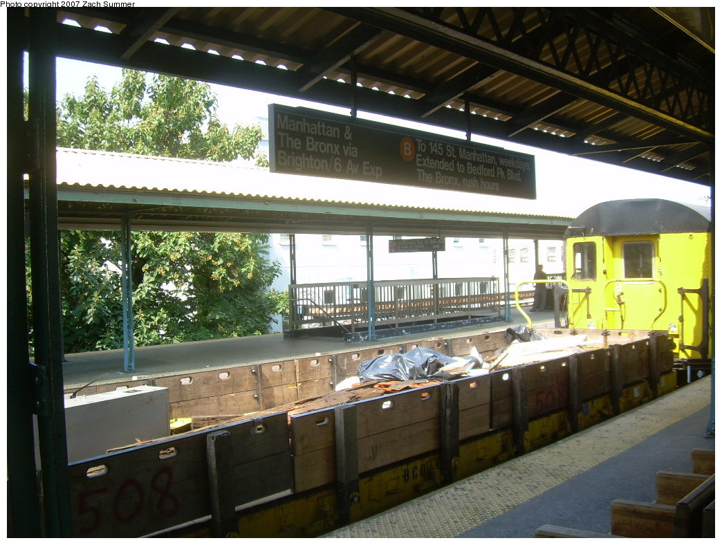 (234k, 1044x788)<br><b>Country:</b> United States<br><b>City:</b> New York<br><b>System:</b> New York City Transit<br><b>Line:</b> BMT Brighton Line<br><b>Location:</b> Sheepshead Bay <br><b>Route:</b> Work Service<br><b>Car:</b> Flat Car 508 <br><b>Photo by:</b> Zach Summer<br><b>Date:</b> 9/8/2007<br><b>Viewed (this week/total):</b> 0 / 2085