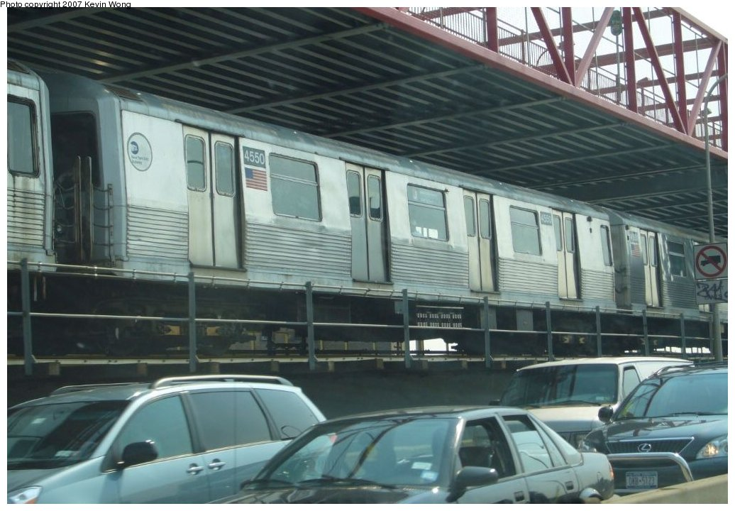 (145k, 1036x720)<br><b>Country:</b> United States<br><b>City:</b> New York<br><b>System:</b> New York City Transit<br><b>Line:</b> BMT Nassau Street/Jamaica Line<br><b>Location:</b> Williamsburg Bridge<br><b>Route:</b> J<br><b>Car:</b> R-42 (St. Louis, 1969-1970)  4550 <br><b>Photo by:</b> Kevin Wong<br><b>Date:</b> 8/15/2007<br><b>Viewed (this week/total):</b> 1 / 2687