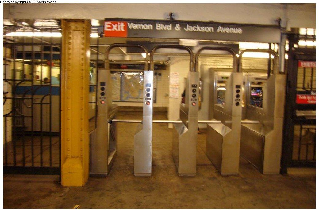 (117k, 1040x694)<br><b>Country:</b> United States<br><b>City:</b> New York<br><b>System:</b> New York City Transit<br><b>Line:</b> IRT Flushing Line<br><b>Location:</b> Vernon-Jackson Avenues <br><b>Photo by:</b> Kevin Wong<br><b>Date:</b> 4/4/2007<br><b>Notes:</b> South exit to Vernon Blvd.<br><b>Viewed (this week/total):</b> 1 / 2728