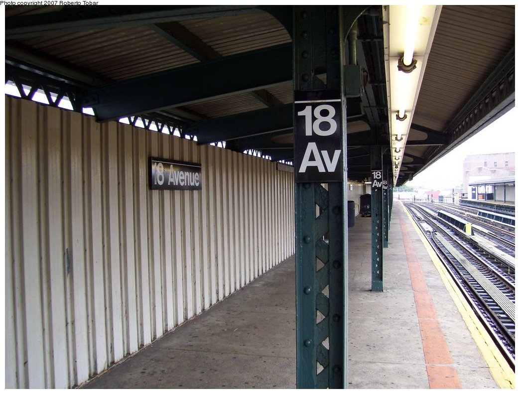 (176k, 1044x791)<br><b>Country:</b> United States<br><b>City:</b> New York<br><b>System:</b> New York City Transit<br><b>Line:</b> BMT West End Line<br><b>Location:</b> 18th Avenue <br><b>Photo by:</b> Roberto C. Tobar<br><b>Date:</b> 9/22/2007<br><b>Notes:</b> Platform view.<br><b>Viewed (this week/total):</b> 1 / 1129
