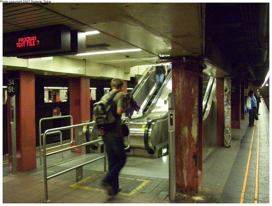 (194k, 1044x791)<br><b>Country:</b> United States<br><b>City:</b> New York<br><b>System:</b> New York City Transit<br><b>Line:</b> IND 6th Avenue Line<br><b>Location:</b> 34th Street/Herald Square <br><b>Photo by:</b> Roberto C. Tobar<br><b>Date:</b> 9/22/2007<br><b>Notes:</b> Escalator view. Note malfunctioning LED sign.<br><b>Viewed (this week/total):</b> 0 / 2430