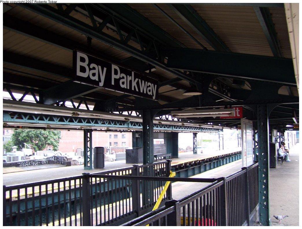 (182k, 1044x791)<br><b>Country:</b> United States<br><b>City:</b> New York<br><b>System:</b> New York City Transit<br><b>Line:</b> BMT West End Line<br><b>Location:</b> Bay Parkway <br><b>Photo by:</b> Roberto C. Tobar<br><b>Date:</b> 9/22/2007<br><b>Notes:</b> Station view.<br><b>Viewed (this week/total):</b> 1 / 1480